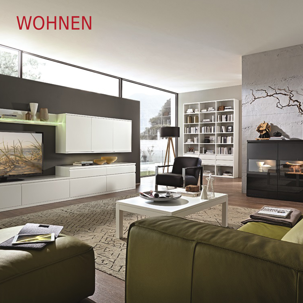 Wohnen gemütliches Wohnzimmer mit Sofa, Couchtisch und Wohnwand